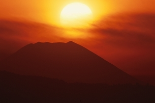 夕日と富士山      八王子市 東京都 12月の写真素材 [FYI03203674]