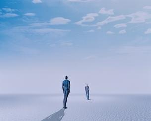 見つめあう2人の人イメージ CGのイラスト素材 [FYI03203781]