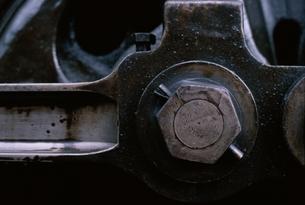 蒸気機関の車輪のアップの写真素材 [FYI03203866]