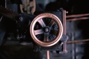 蒸気機関のハンドルのアップの写真素材 [FYI03203871]