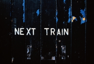 壁に書かれた文字(NEXT TRAIN)の写真素材 [FYI03203873]