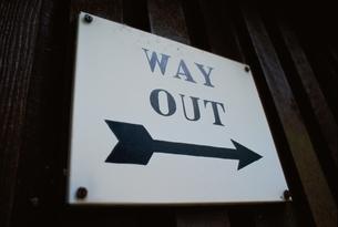 出口の標識(WAY OUT) イギリスの写真素材 [FYI03203878]