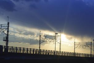 夕暮れの線路の写真素材 [FYI03204107]
