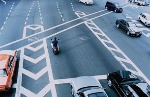 オートバイと車の写真素材 [FYI03204606]