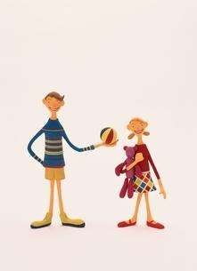 ボールを持つ男の子と女の子 クラフトの写真素材 [FYI03206018]