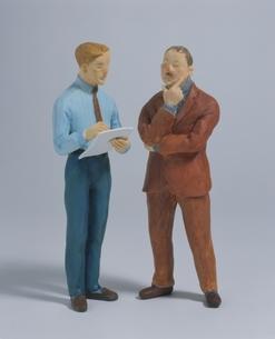 2人のビジネスマン クラフトの写真素材 [FYI03206392]
