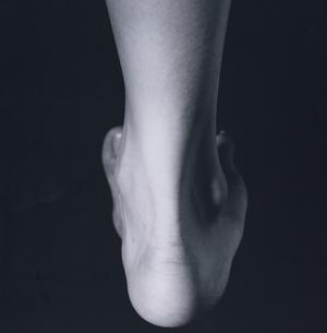 片足のかかとのアップの写真素材 [FYI03206484]