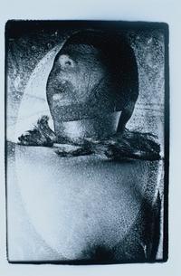 顔を覆われた女性 B/Wの写真素材 [FYI03206516]