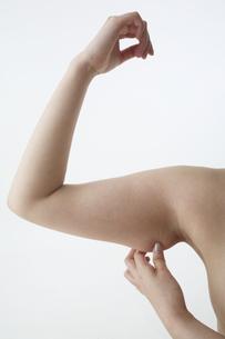 メタボ 女性の二の腕の写真素材 [FYI03206526]
