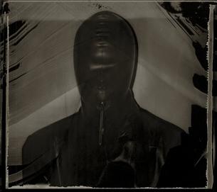 ゴムのコルセットを付けた人物 B/Wの写真素材 [FYI03206527]