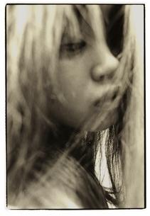 日本人女性 セピアの写真素材 [FYI03206562]
