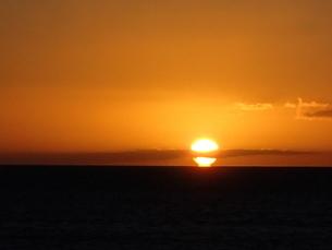 マウイの夕日と雲の写真素材 [FYI03206993]