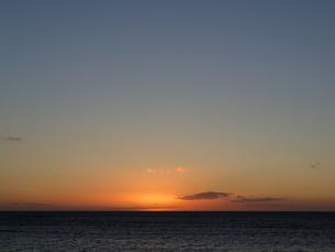 日没の後の水平線の写真素材 [FYI03207005]