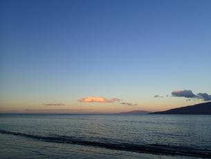 朝焼けの浜の写真素材 [FYI03207017]