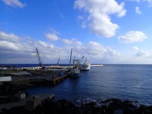 底土港の朝、船の出港前の写真素材 [FYI03207042]