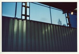 反射している壁(緑)の写真素材 [FYI03207277]
