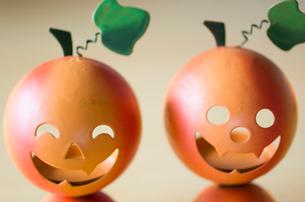 ハロウィンのお化けかぼちゃキャンドルホルダーの写真素材 [FYI03207616]
