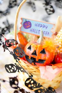 ハロウィンのお化けかぼちゃデコレーションの写真素材 [FYI03207620]