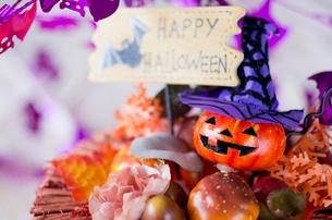 ハロウィンのお化けかぼちゃデコレーションの写真素材 [FYI03207623]