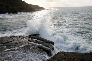 日本海の波の写真素材 [FYI03207872]