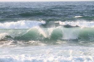 日本海の波の写真素材 [FYI03207904]