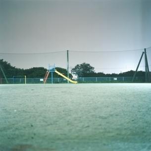 滑り台のある公園の写真素材 [FYI03207936]