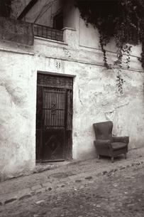 坂道に建つ建物 B/W アルバイシン スペインの写真素材 [FYI03207968]
