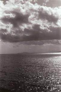 海上にある雲 B/W モロッコ スペインの写真素材 [FYI03207979]
