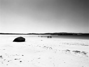 静かな白い砂浜の写真素材 [FYI03208002]