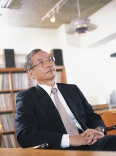 オフィスの中高年ビジネスマンの写真素材 [FYI03209477]