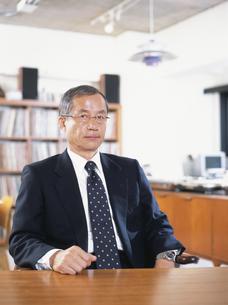 オフィスの中高年ビジネスマンの写真素材 [FYI03209581]
