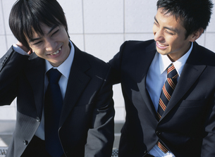 2人の日本人ビジネスマンの写真素材 [FYI03209699]