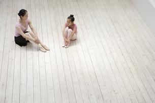 レオタード姿の女性2人の写真素材 [FYI03209881]