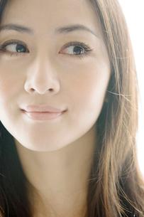 20代女性顔アップの写真素材 [FYI03211837]