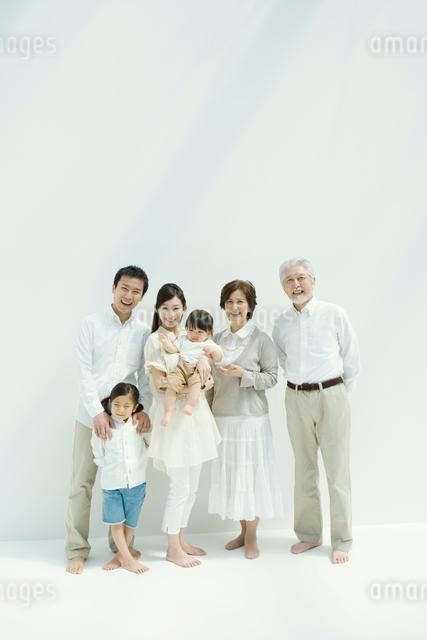 家族6人のポートレイトの写真素材 [FYI03212213]