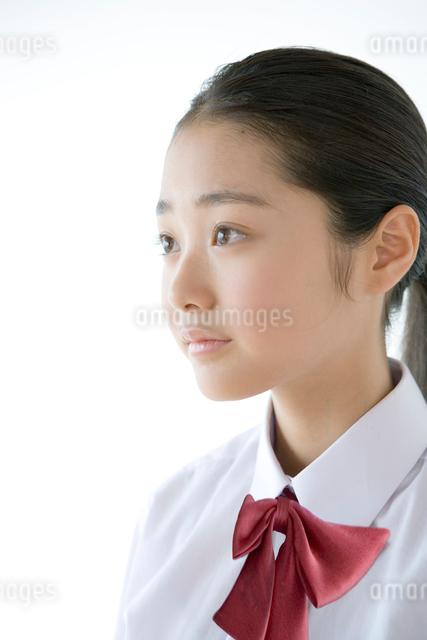女学生のポートレイトの写真素材 [FYI03212389]
