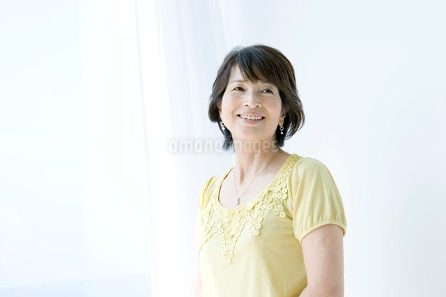 微笑む女性の写真素材 [FYI03212414]