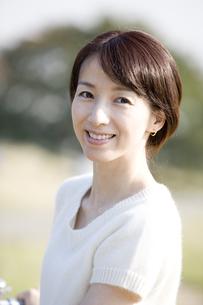 微笑む女性の顔の写真素材 [FYI03213115]