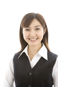 制服着た笑顔の女性の写真素材 [FYI03213182]