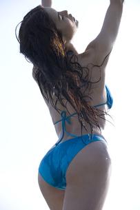 水を浴びた女性の写真素材 [FYI03213317]