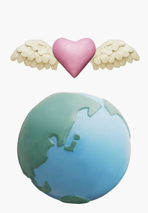 地球とハートの写真素材 [FYI03213601]