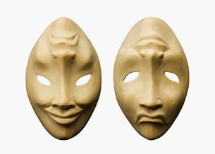木彫りの仮面の写真素材 [FYI03213682]
