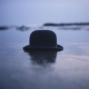 海辺のシルクハットの写真素材 [FYI03214198]