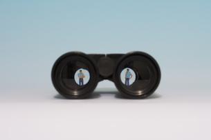 ガードマンと双眼鏡の写真素材 [FYI03214307]