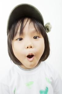 帽子をかぶった女の子の写真素材 [FYI03214464]
