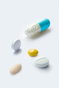 錠剤とカプセルの写真素材 [FYI03214514]