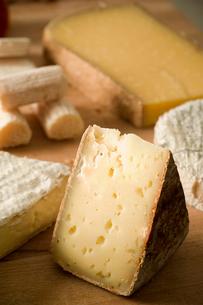 チーズの盛り合わせの写真素材 [FYI03214601]