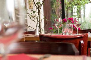 レストランのテーブルセッティングの写真素材 [FYI03214642]