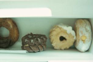 箱に入ったドーナツの写真素材 [FYI03215086]