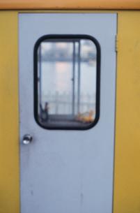 白いドアの写真素材 [FYI03215118]
